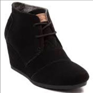 Toms black leather wedge booties